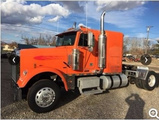 2006 Freightliner FLD120 Classic Sleeper Conventional