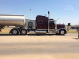 "2007 Peterbilt 379 70"" Raised Roof Sleeper Conventional"