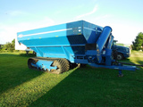 2004 Kinze 1050 Sof-Trak Grain Cart