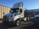 2013 Freightliner Cascadia Daycab Semi Conventional