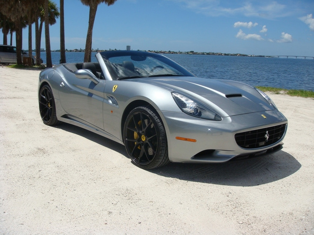 The 2011 Ferrari California photos