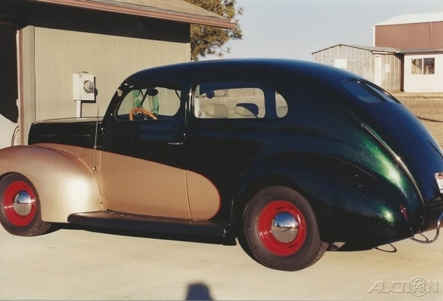 The 1939 Ford Tudor Deluxe  photos
