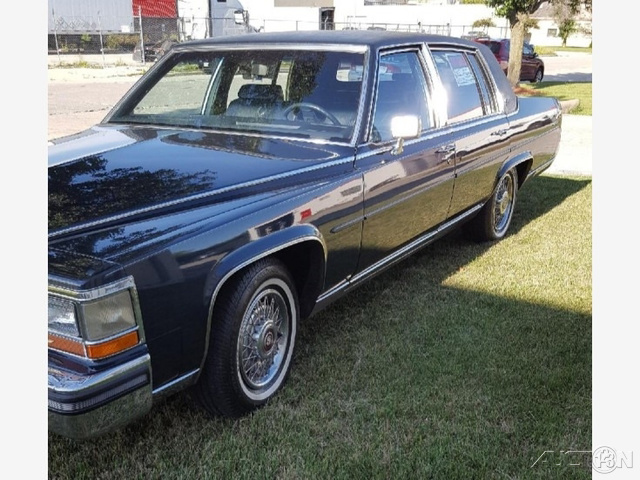 1986 Cadillac Fleetwood Brougham photo