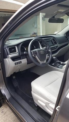 2015 Toyota Highlander LE photo