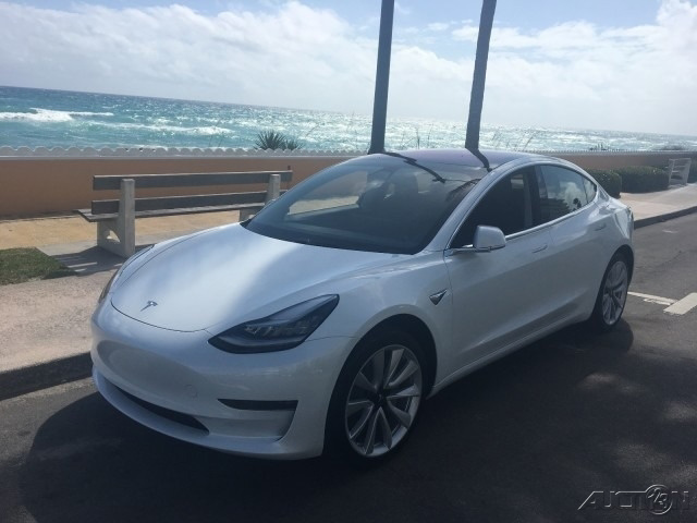 The 2018 Tesla Model 3 Long Range photos