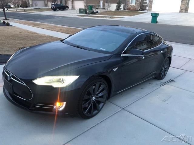 The 2012 Tesla Model S Performance photos