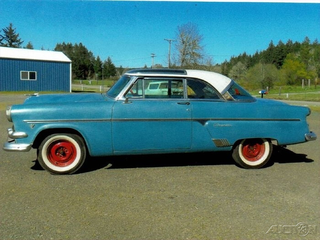The 1954 Ford Skyliner Glasstop  photos