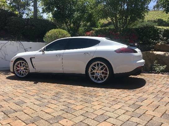 2015 Porsche Panamera GTS photo