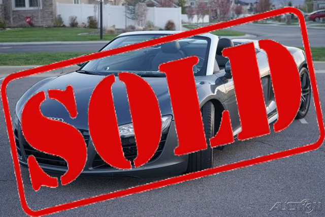 The 2011 Audi R8 5.2 quattro Spyder photos