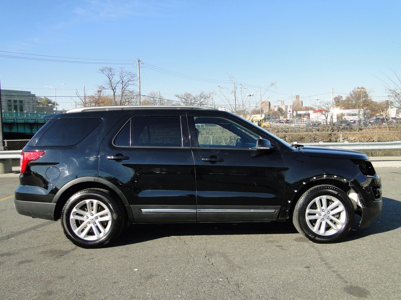 2016 Ford Explorer XLT SUV ?