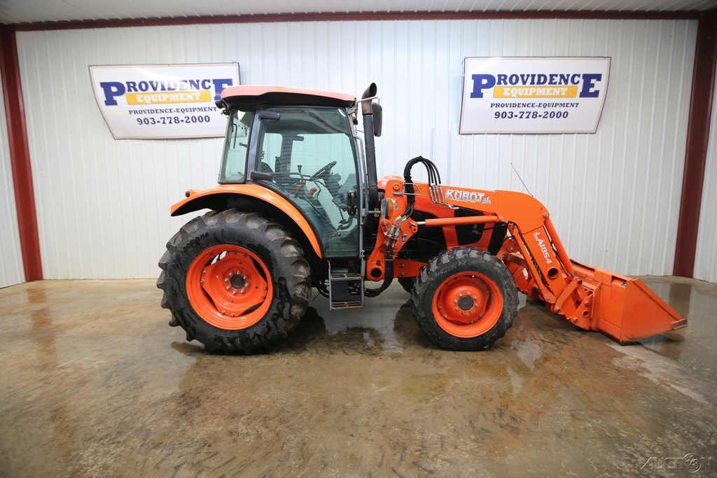 2017 KUBOTA M5-091 CAB DIESEL TRACTOR, 4X4, AC/HEAT AND ONLY 523