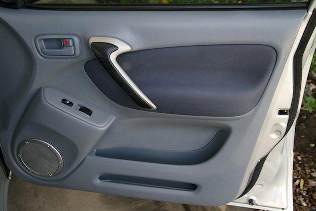 2002 Toyota RAV4 photo