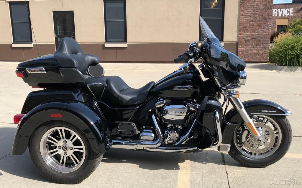 2018 Tri Glide Ultra Harley Davidson: 2018 Harley-Davidson Trike Tri Glide® Ultra